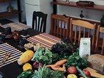 En Tegueste puedes visitar el mercado del agricultor y comprar los mejores productos frescos.