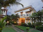 An evening look on the facade of this 3BR+1 holiday home in Cavelossim, South Goa