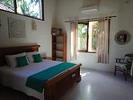 Main bedroom, king bed, airconditioning
