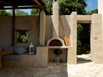 A stone baking oven and a barbeque are also available