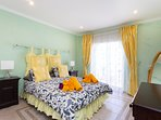 Bedroom 2 with balcony with Atlantic view, double bed, 150 cm