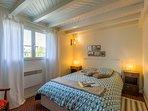 Une chambre confortable pour des nuits reposantes avec les visites de la journée