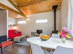 Un confortable salon pour préparer vos futures balades dans la région
