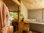 Imaginez profiter du sauna ou du jacuzzi avec une vue imprenable sur le jardin