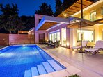 Evening atmosphere with the pool lights.