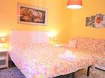 Camera da letto matrimoniale con divano letto doppio supplementare