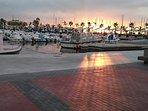 Atardecer en el paseo del puerto deportivo Santa Pola