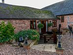THE GRANARY, pet friendly, character holiday cottage, with open fire in Church S