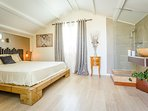 Chambre 4:  Literie qualité hôtélerie 160 - WC + SDB