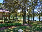 Welcome to Shady Rest! Enjoy the North GA Mtns. and beautiful Lake Chatuge all in one great setting.