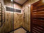 En-suite bathroom for poolside bedroom.