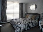 Dormitorio principal, totalmente iluminado en el día