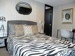 Dormitorio principal, moderno y acogedor. El lugar ideal para las noches de descanso.