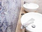 Vacuna Pleasant Rooms - Bathroom (Detail)