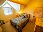 19-Upstairs front bedroom - Queen bed - Cool nook for kids - Shares bath.