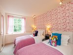 Bedrooms 2 - twin beds or super king bed, you choose