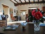 Séjour salon salle à manger de 66 m2 avec accès terrasses.
