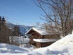 Hütte im Zillertal im Winter. Das Ferienhaus ist mit dem Auto auch im Winter gut erreichbar.