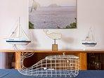 Sala de jantar: Dentro da 'Moby Dick' haverá sempre um cabaz de boas-vindas à sua espera.