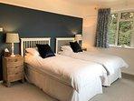 Front twin bedroom. Has excellent sea views.