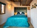 la chambre des amoureux, avec un lit-coffre king size