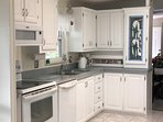 Fully equipped kitchen and filtered water tap. Stove, hob, microwave.