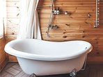 All of our guests love this freestanding bathtub