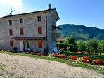 Spaziosa casa, situata vicino a castelli, sentieri per escursionisti e percorsi eno-gastronomici