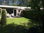 Rustige tuin van onze bungalow