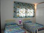 Dormitorio en la planta alta con dos camas de 1,90 x 0.90