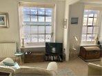 Double aspect lounge