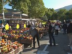 Le marché de Nyons, incontournable, un des plus grand de Provence
