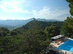Vue magnifique de la terrasse sur le massif des Baronnies et le mont Ventoux