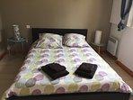 Grande chambre avec lit en 140x200