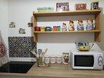 Cucina (dettaglio piano a induzione e forno a microonde)