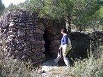 Típicas barracas de piedra seca en los alrededores del pueblo