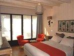 Chambre1- Spacieuse avec literie grand confort, les draps sont fournis