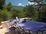 Prendre le petit déjeuner au soleil levant su la terrasse à l'orée de la pinède...