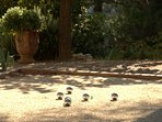 Pétanques, apéro, et barbecue, les 3 mots indispensables pour passer de bonnes vacances en Provence