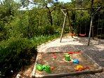 Le jardin d'enfants, le coin préféré des tout petits sans oublier la piscine...