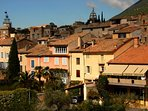 Nyons, appelé 'le petit Nice'  un microclimat à l'abri du mistral, 300 jours de soleil par an,