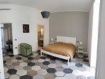 camera da letto con grande armadio