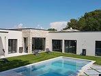 Villa neuve ,réalisée spécifiquement pour la location de vacances. Dans quartier calme, vue  colline