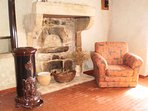 Former bread oven (giving the cottage its name) and wood heater in Lounge room