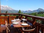 Balcon pour des repas avec une vue magique