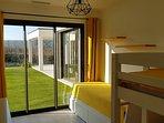 Chambre dortoir 4 couchages aux couleurs du soleil..