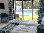 Ou chambre bleue en 2 lits 80x200. (Au choix et à la demande)