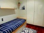 Habitacion individual con armario