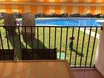 Terraza a pie de la piscina