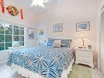 Queen bedroom (1 Queen bed)